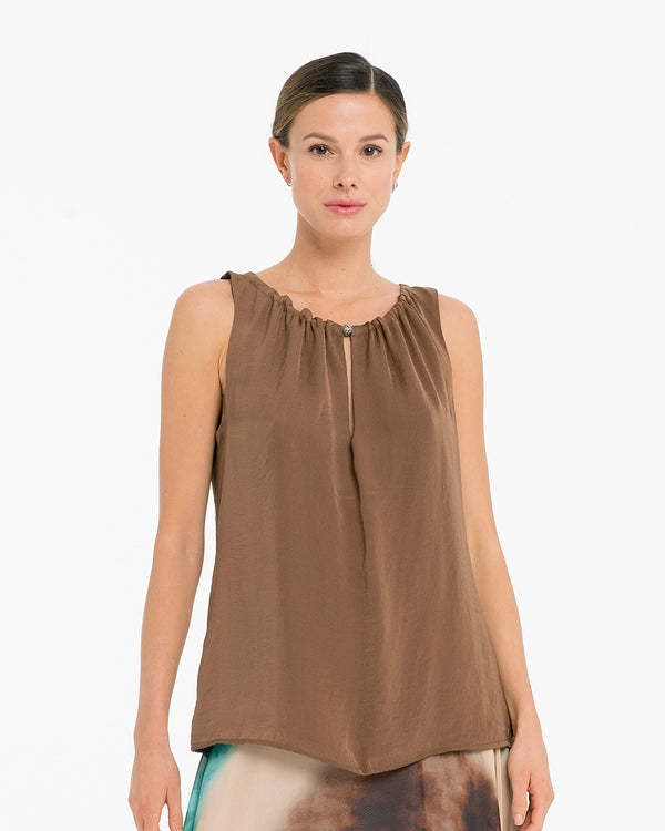 Blusa in raso con scollo coulisse-CANNELLA