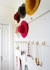 Hooks to hang hats, jewellery and accessories.