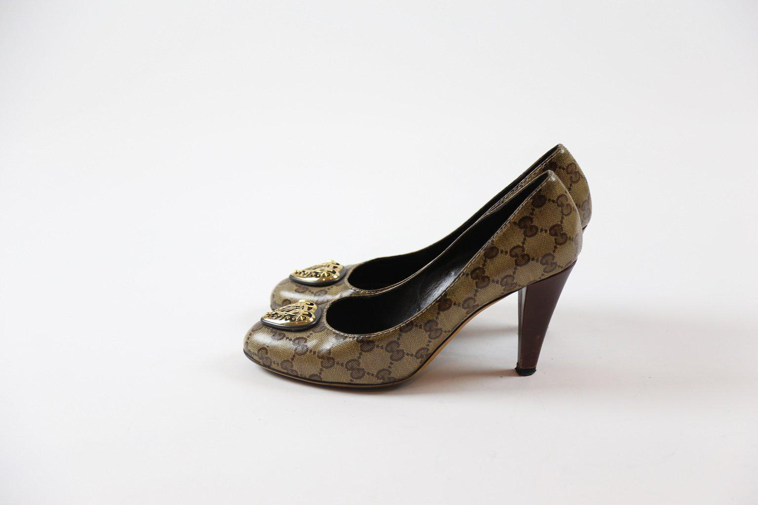 Gucci Classic Leather Pumps with Gold Heart Hardware / Size - 40