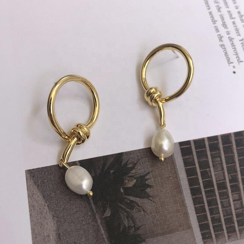 Holly Pearl Earrings