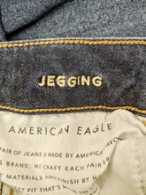Load image into Gallery viewer, American Eagle Jeans Size 6