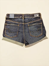 Load image into Gallery viewer, American Eagle Shorts Women's Size 9/10