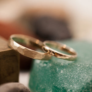 Faceted raw band gold rings