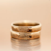 Load image into Gallery viewer, Finger prints wedding gold rings