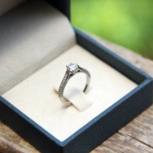 Load image into Gallery viewer, Soliter engagement ring