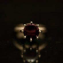 Load image into Gallery viewer, 18K buff-top garnet ring