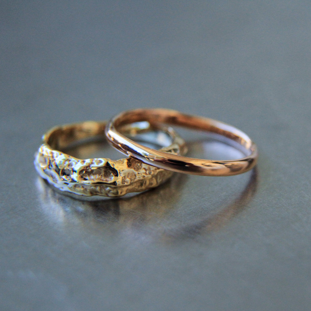 Rough narrowing raw gold ring
