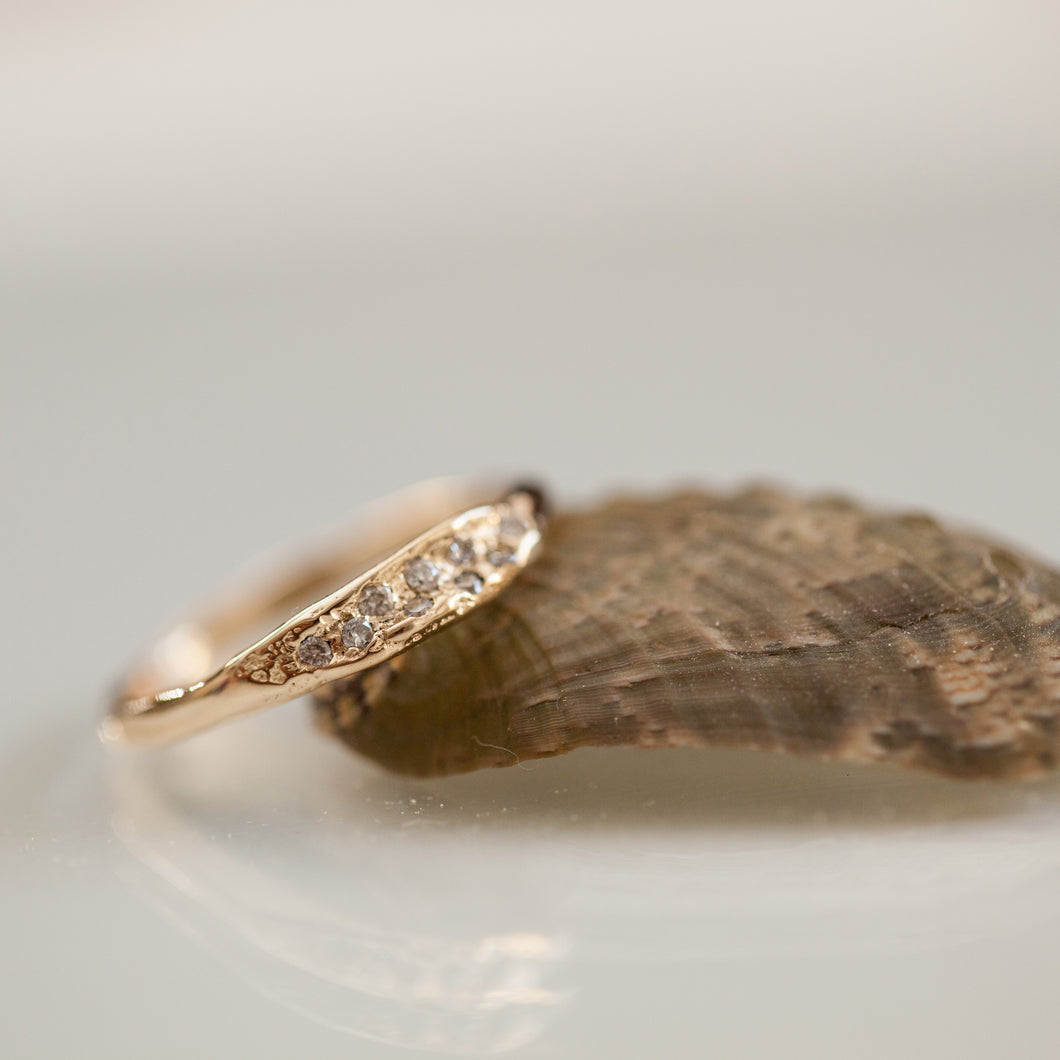 Gentle raw concave ring