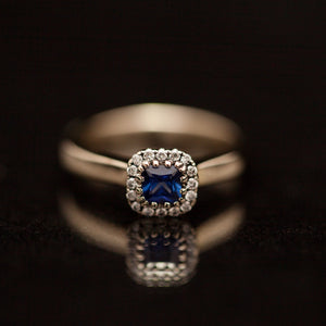 18K sapphire helo ring