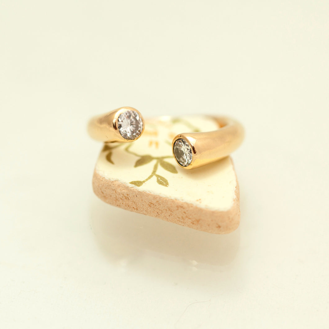 Two diamonds open ring