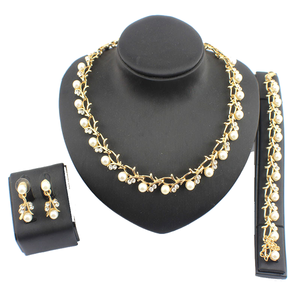 Imitation Pearl Elegant Necklace Set