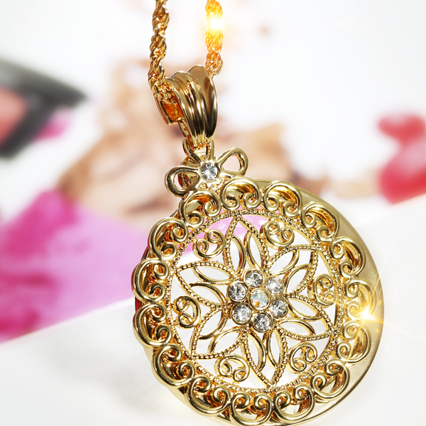 Glass Magnifier Flower Pendant Necklace