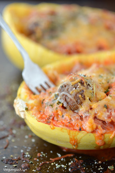 Healthy Spaghetti Squash with Meatballs and tomato sauce