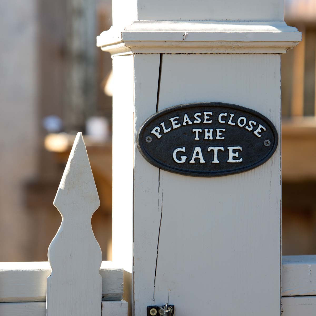 Please Close the Gate