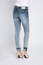 Lade das Bild in den Galerie-Viewer, Jeans Mia Blue