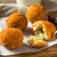 Mushroom and Pea Arancini with Roasted Garlic Aioli (V) – 30 pieces
