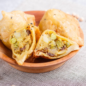 Spiced Vegetable Samosa with Raita Dipping Sauce (V) – 20 pieces