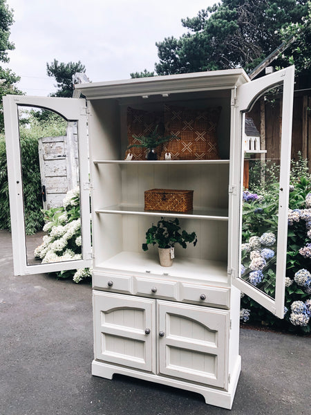 Cottage White Hutch