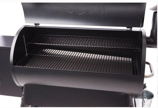 Traeger Pro 34 Blue grill open