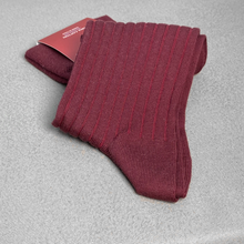 Load image into Gallery viewer, Burgundy Ribbed Socks