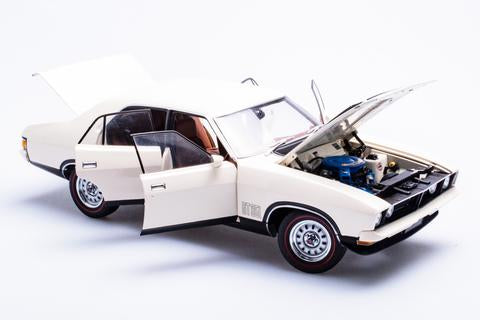 A72797 FORD XB FALCON GT SEDAN POLAR WHITE 1:18TH