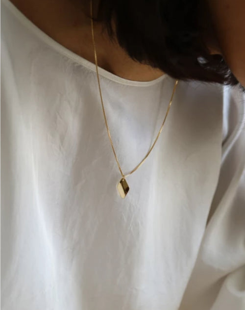 Image of the Anise necklace in gold by Lisbeth.