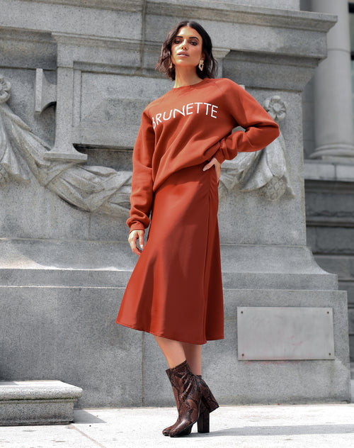 Photo of the Brunette classic crew neck sweatshirt in rust by Brunette the Label.