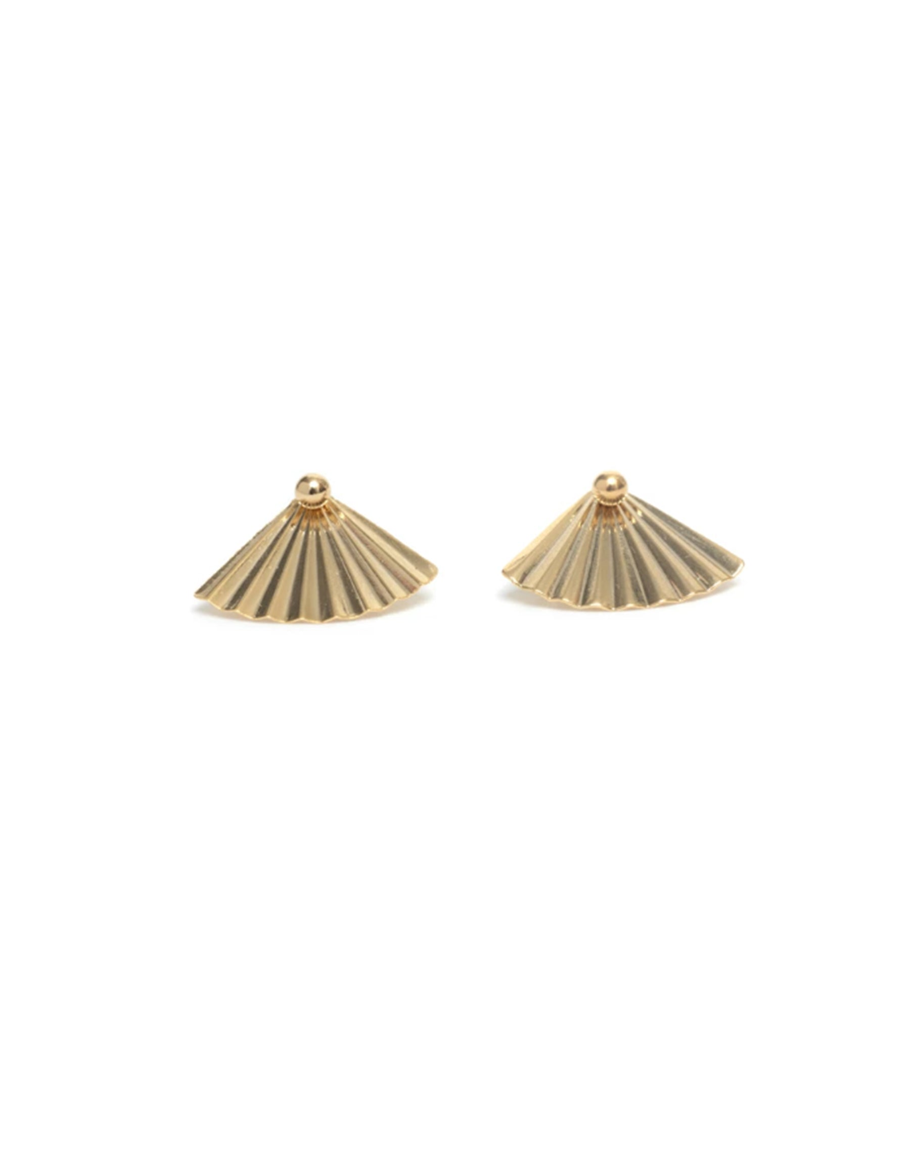 Image of the Fan studs in gold by Lisbeth.