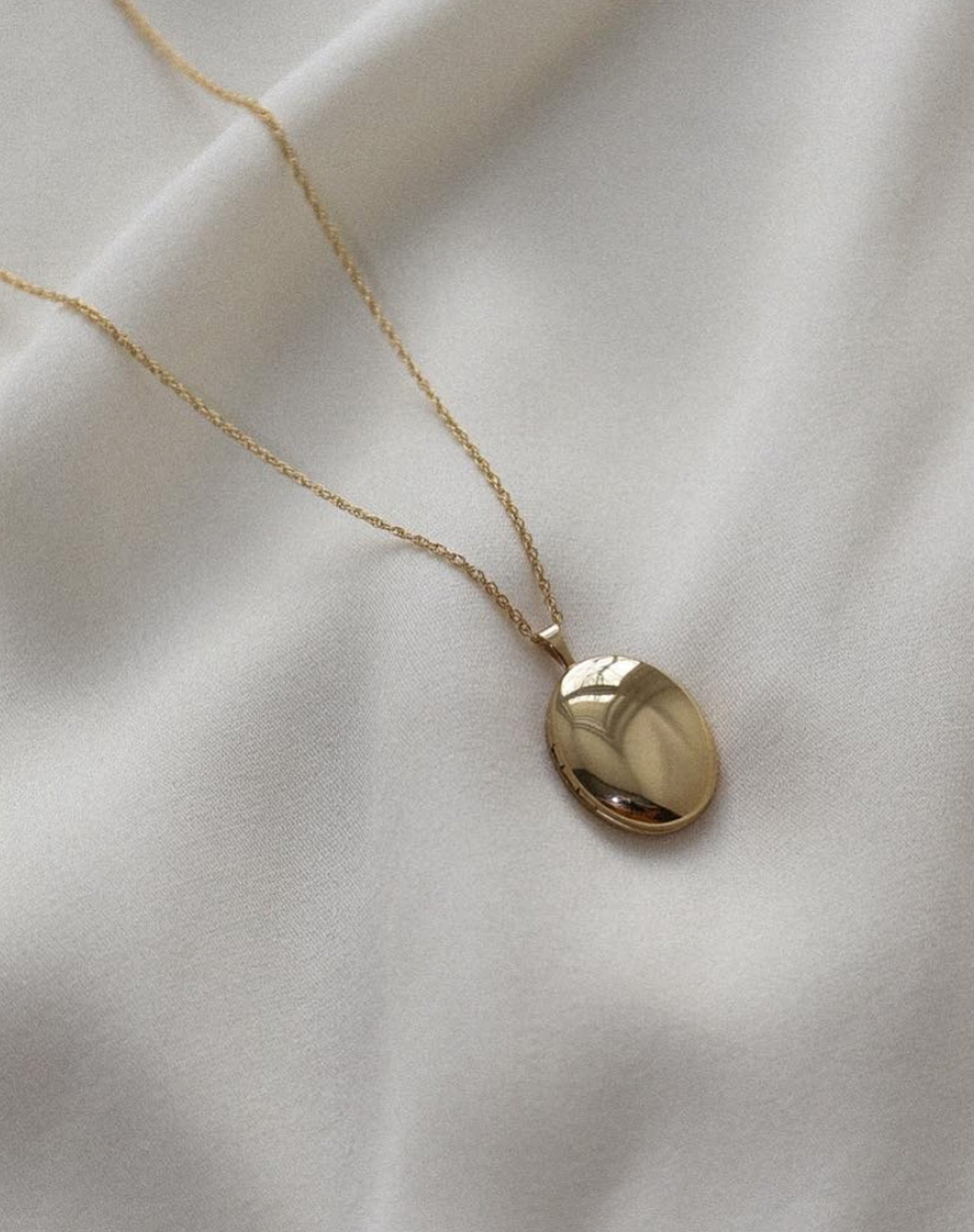 "The ""OVAL"" Classic Locket 