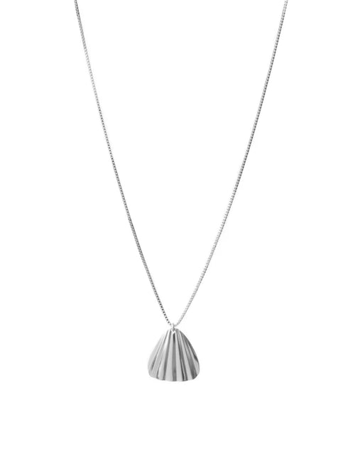 Image of the Nia necklace in silver by Lisbeth.