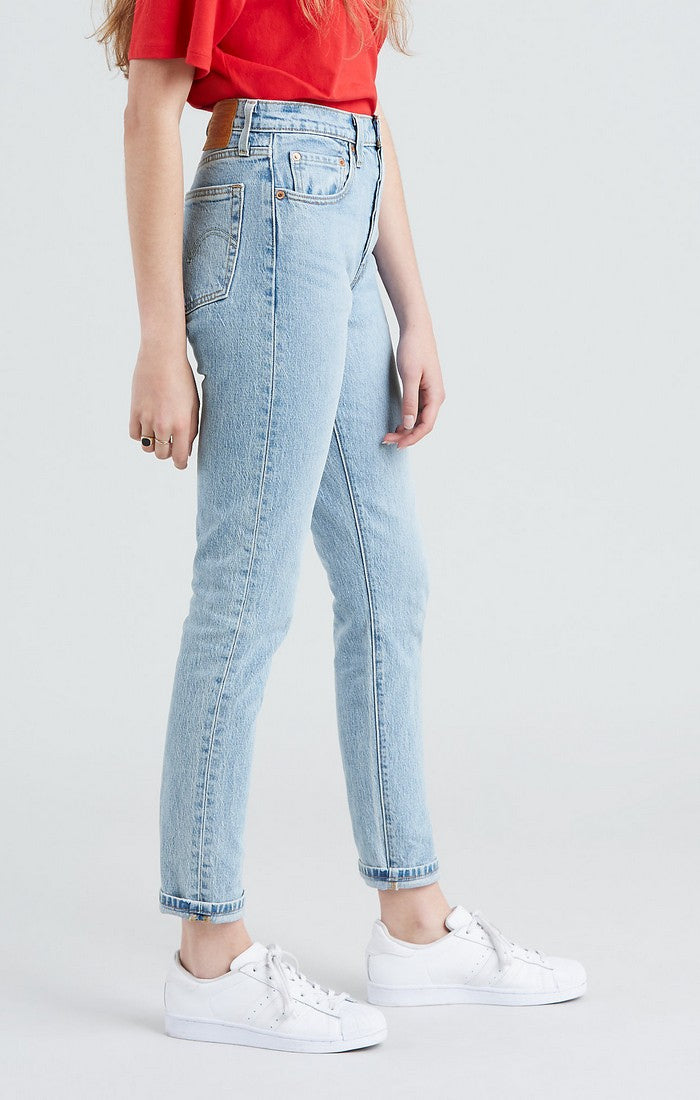 Side photo of the Tango Light skinny jeans in light wash by Levi's.