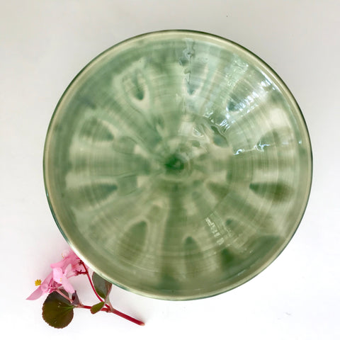 Bowl with feathered green wheel pattern