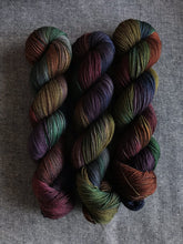 Load image into Gallery viewer, Gothbow (Merino Smooth Sock)