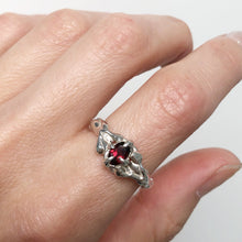 Load image into Gallery viewer, Garnet queen ring