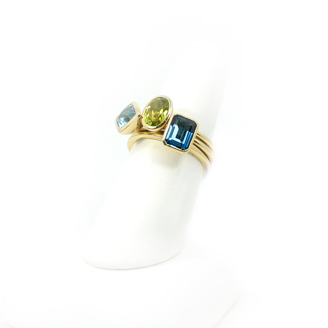 14 KT Yellow Gold Oval Peridot Stackable Ring