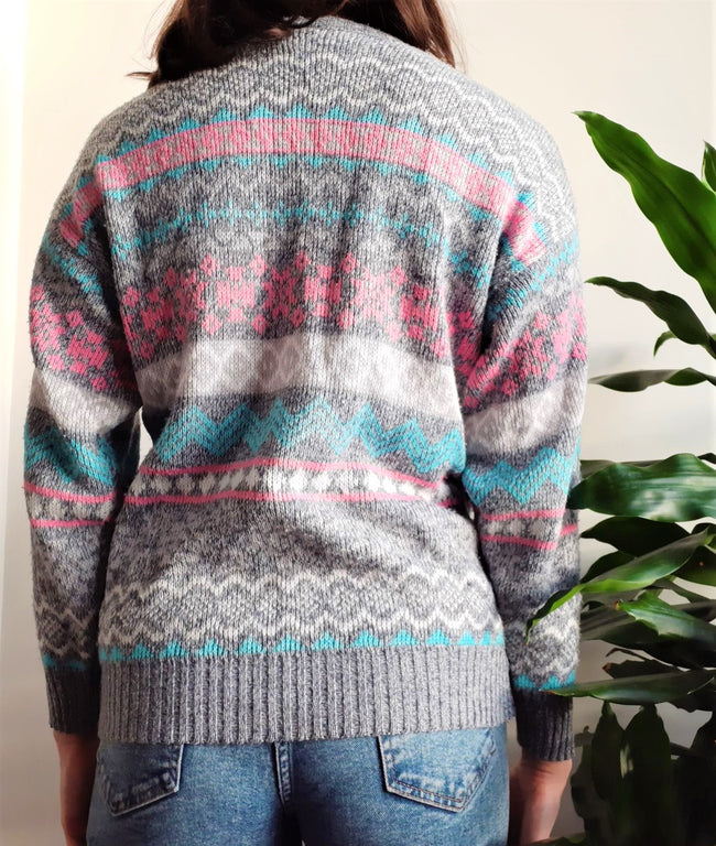 Light grey vintage jumper with pink and blue Nordic pattern - S/M