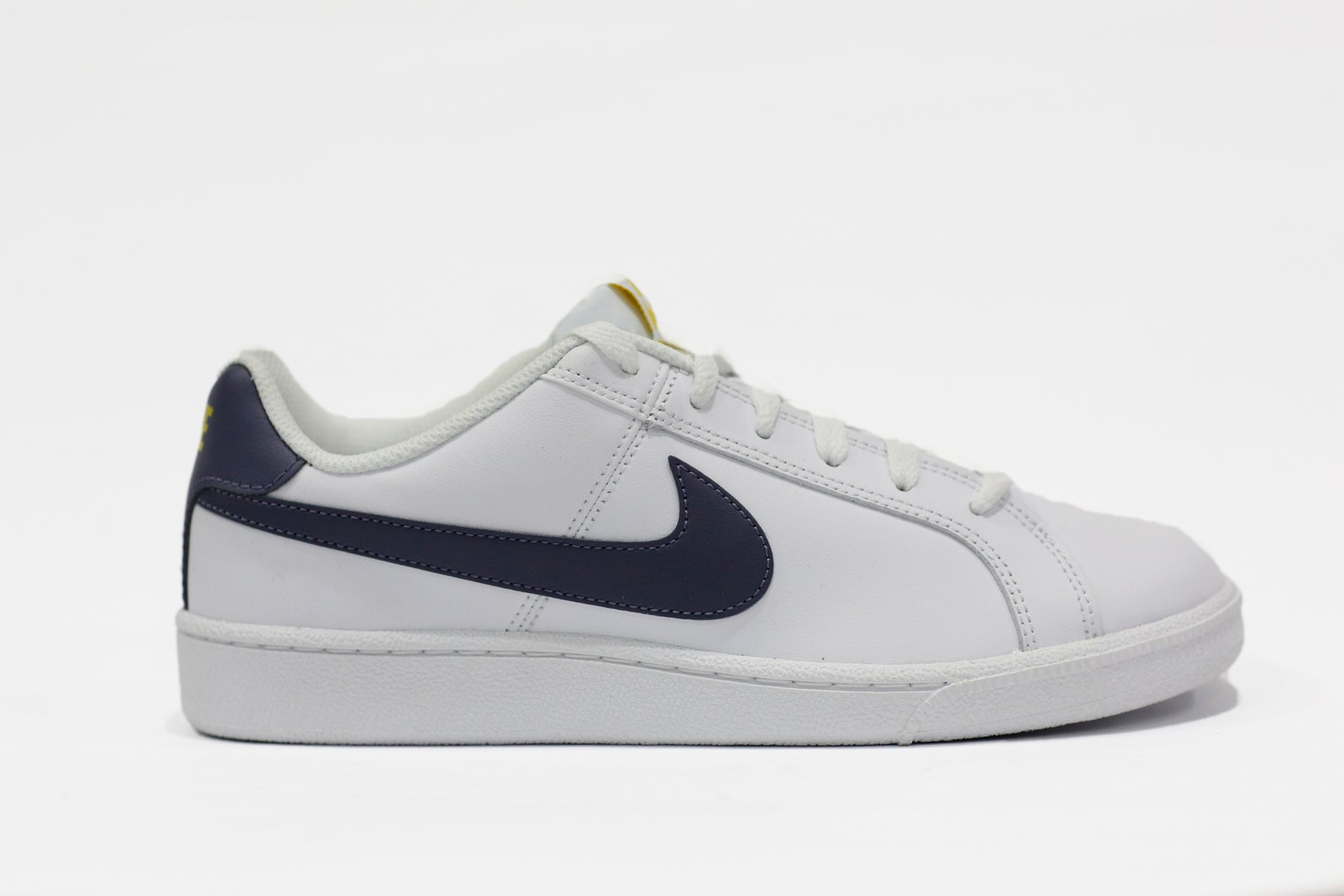 Nike Court Royale 749947-105