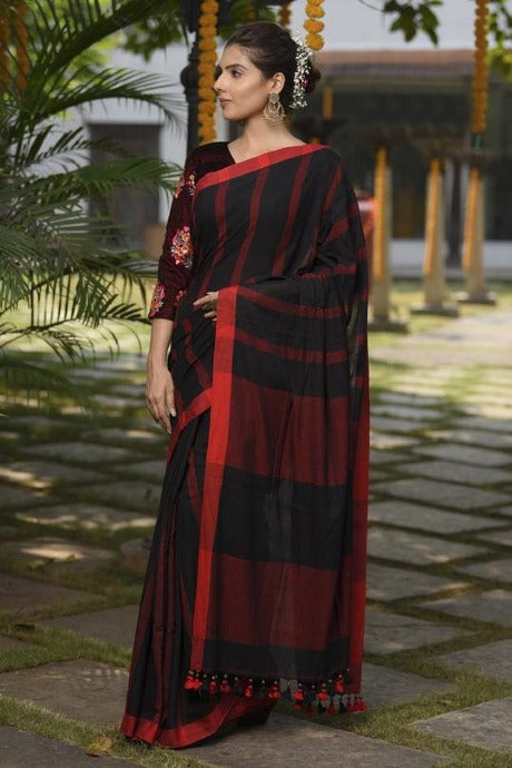 Engrossing Black N Red Color Soft Linen Saree