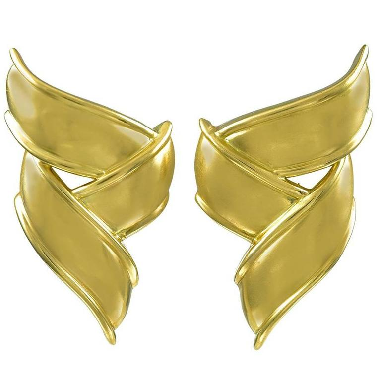 Pair of Stylish Tiffany & Co. Gold Ribbon Ear Clips