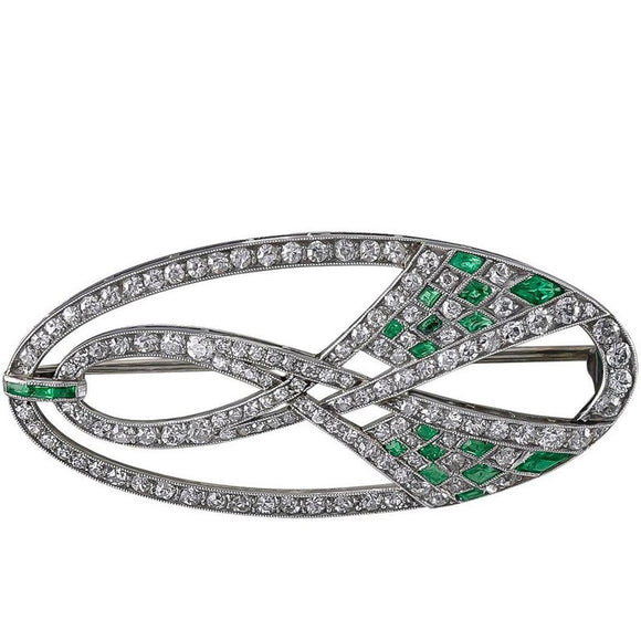 Elegant Long Oval Art Deco Brooch in Diamond, Emerald and Platinum