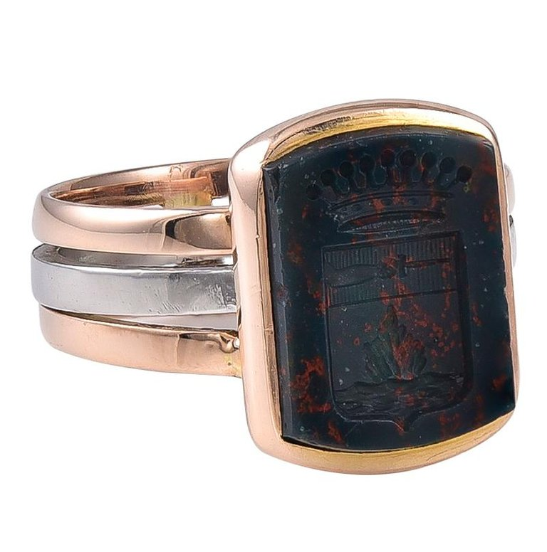Small Edwardian 18 Karat Two-Colour Gold and Bloodstone Intaglio Ring