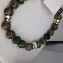 Load image into Gallery viewer, Green agate bead bracelet. Nice and Pretty Jewelry.