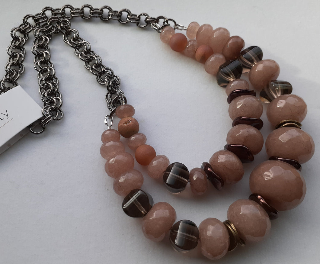light jade bead necklace. Nice and Pretty Jewelry