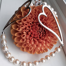 Load image into Gallery viewer, Swarovksi pearl necklace with hearts necklace. Nice and Pretty Jewelry