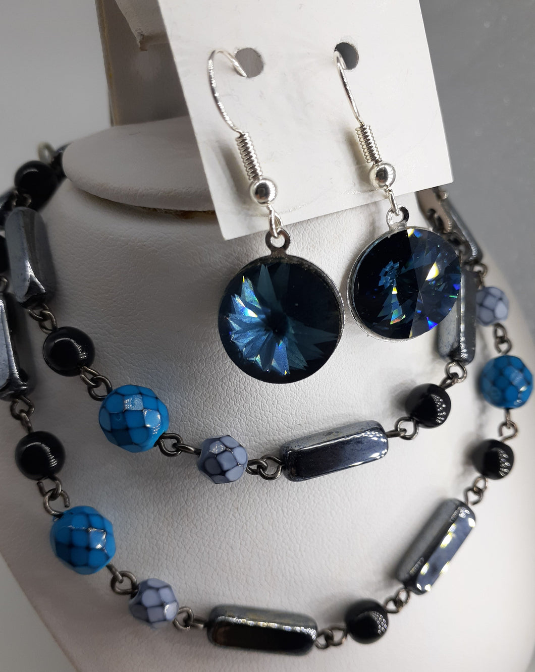hematite black and blue beaded chain necklace. nice and pretty jewelry