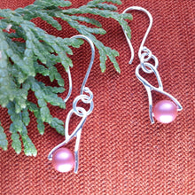 Load image into Gallery viewer, Swarovski rose pearl silver earrings. nice and pretty jewelry