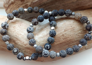 dzi gray and black tibetan agate bracelet. nice and pretty jewelry