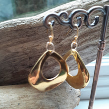 Load image into Gallery viewer, gold thick hoop earring. nice and pretty jewelry