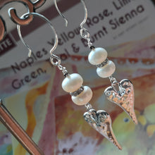Load image into Gallery viewer, pearl and heart earrings. nice and pretty jewelry