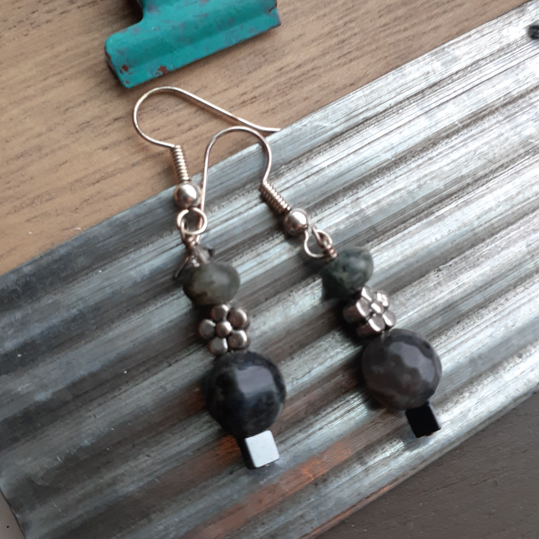 labradorite bead earrings with flowers. nice and pretty jewelry